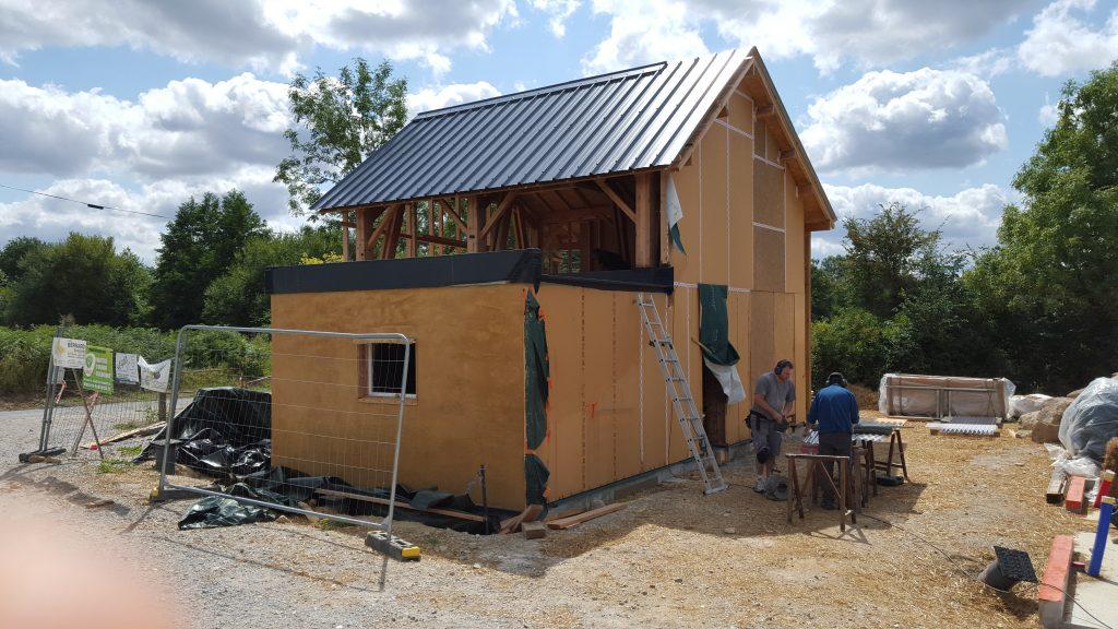 Maison-commune-habitat-participatif-La-Roche-sur-yon-85-Voisins-Terre-Pelle-1024x576